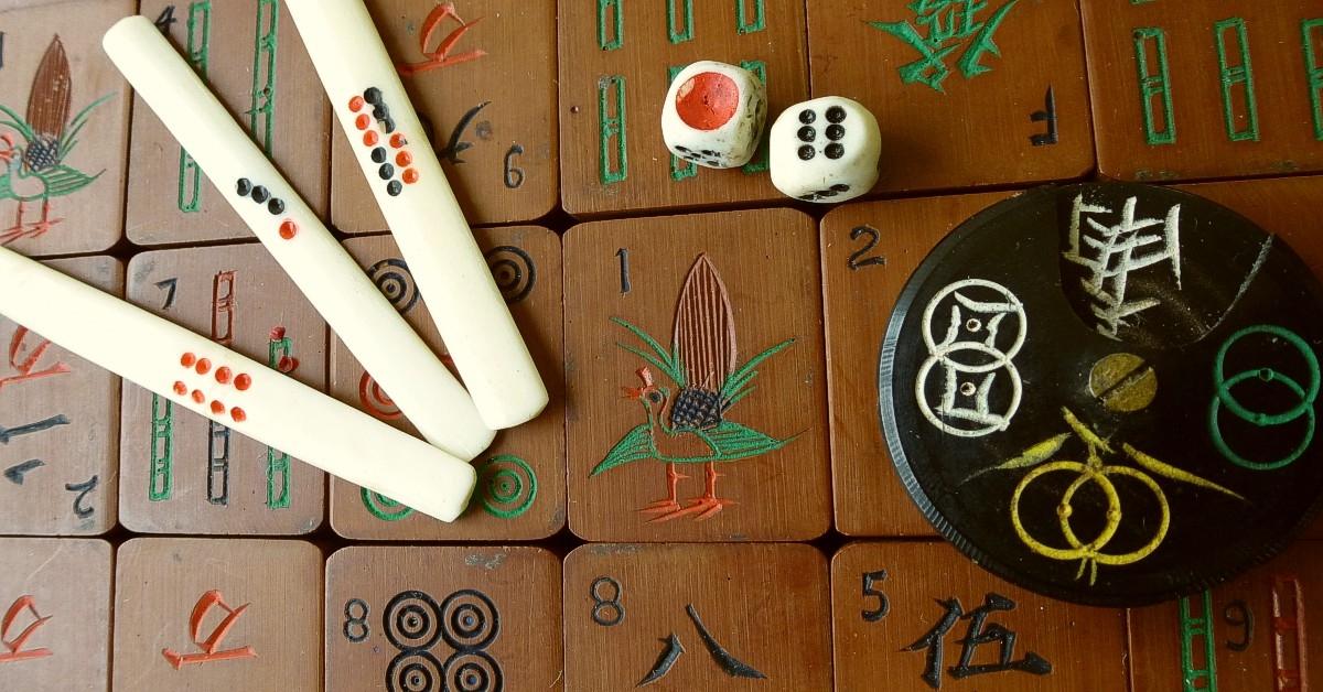 Vintage-mahjong-bone-dice