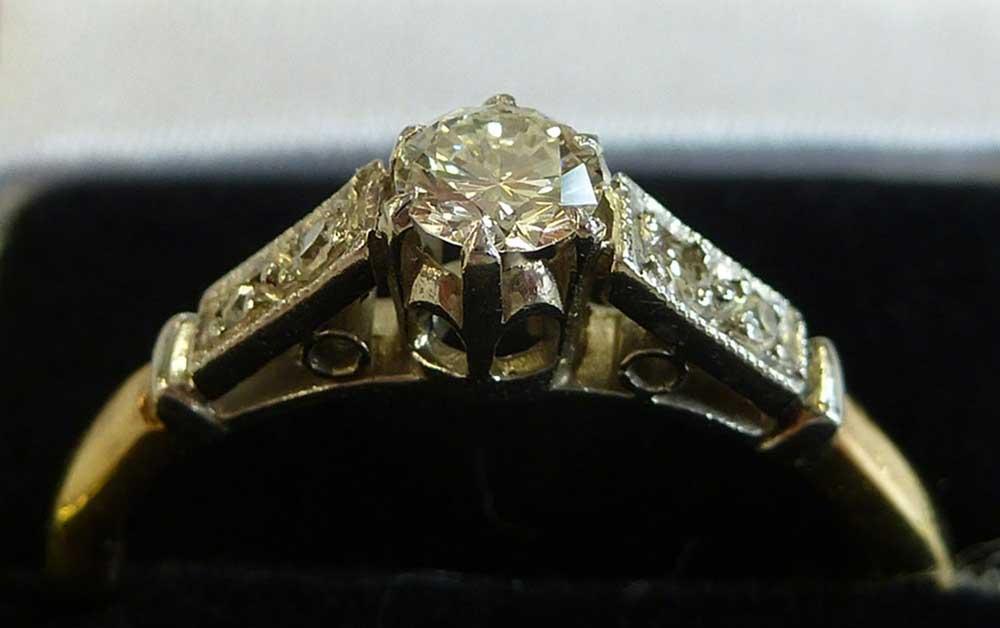 Art Deco-diamond-engagement-ring